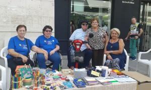 Recogida de firmas y rastrillo en Alicante.